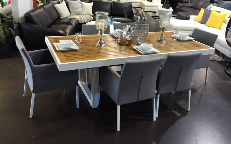 Lvory Dining Table