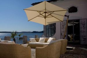 Cantilever umbrella | Vancouver Sofa and patio