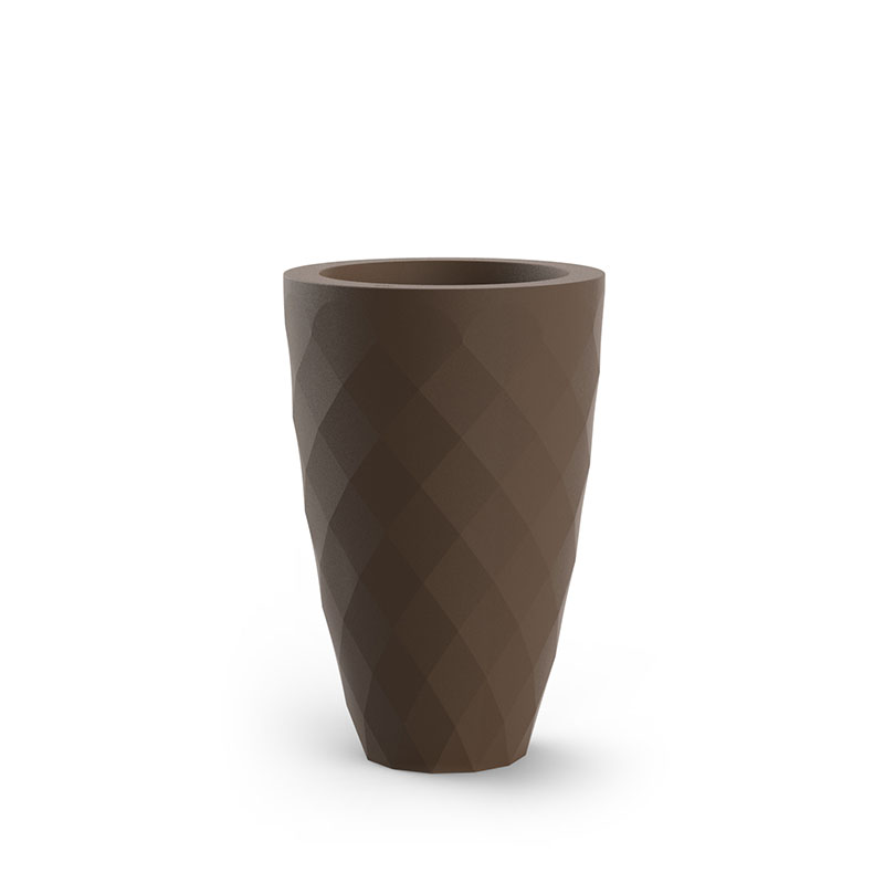 A vase in brown.